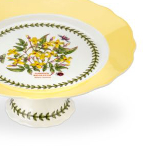 A yellow pie plate setting off center